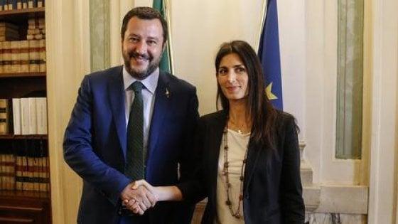 """Salvini: """"A Roma un sindaco della Lega? I romani mi dicono 'daje Matte'"""". Raggi risponde: """"Magna tranquillo"""""""