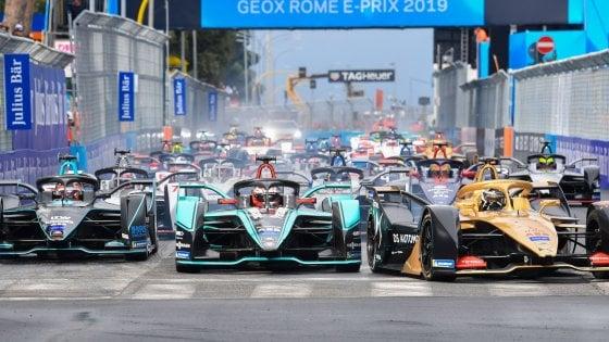 Bolidi di Formula E all'Eur, carambola in pista dopo la partenza: alla fine vince Evans