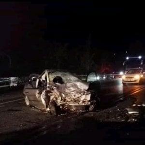 Frosinone, due morti e quattro feriti, tra cui una neonata, in un incidente stradale. Nell'auto delle vittime arnesi da scasso