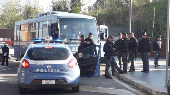 """Migranti a Roma, Baoabab lancia nuovo allarme: """"Centinaia di persone dormono al freddo"""""""