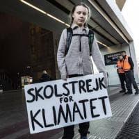 Fridays for Future a Roma, l'arrivo di Greta Thunberg alla stazione Tiburtina