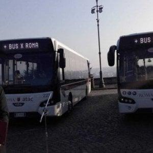 """Roma,  bus israeliani bloccati:  """"Euro 5  non possono essere immatricolati"""""""