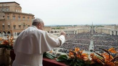 """La benedizione 'urbi et orbi'  foto  Il papa: """"Dolore per Sri Lanka"""""""