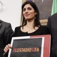 Raggi indagata per lo stadio Roma, legali: