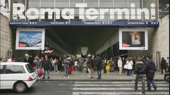 """Roma, lite alla stazione Termini fra due senza fissa dimora. La vittima: """"Io accoltellato perché avevo crocifisso"""""""