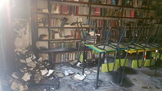 """Roma, bomba carta contro libreria a Centocelle. Proprietari:  """"Spaventati, ma resistiamo"""""""