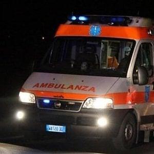 Roma, moto finisce contro auto a San Giovanni: morto il centauro
