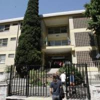 Roma, professore precipita da finestra del liceo Vivona: è grave