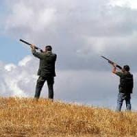 Veroli, poggia male il fucile e parte un colpo che ferisce il figlio