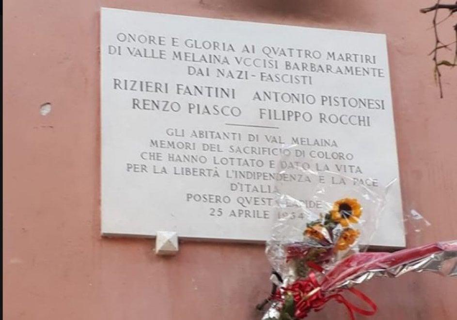 Roma, ripristinata la lapide per i partigiani di Val Melaina danneggiata dalle fiamme