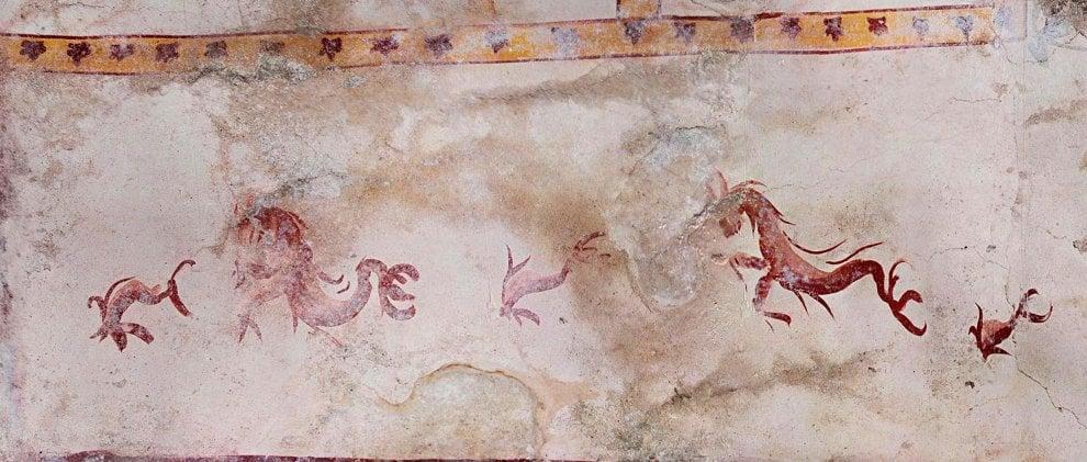 Domus Aurea, centauri, creature marine e fiori: gli affreschi nella nuova sala della Sfinge