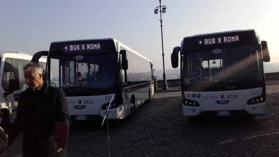 Roma, la beffa dei 70 bus israeliani fermi per il patentino Euro 6