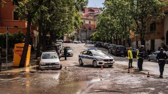 Roma, maxi perdita di acqua alla Balduina: la strada si trasforma in un fiume
