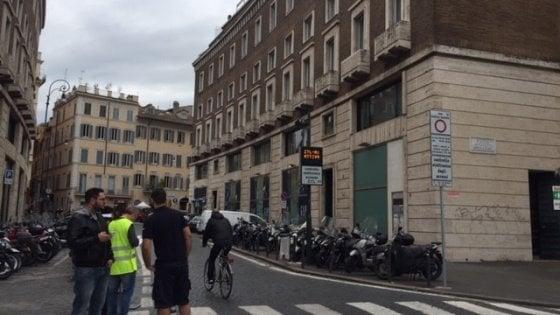 """""""Stop a scooter e moto"""": è scattata la Ztl A1 del Tridente, ma è già caos parcheggi di motorini"""