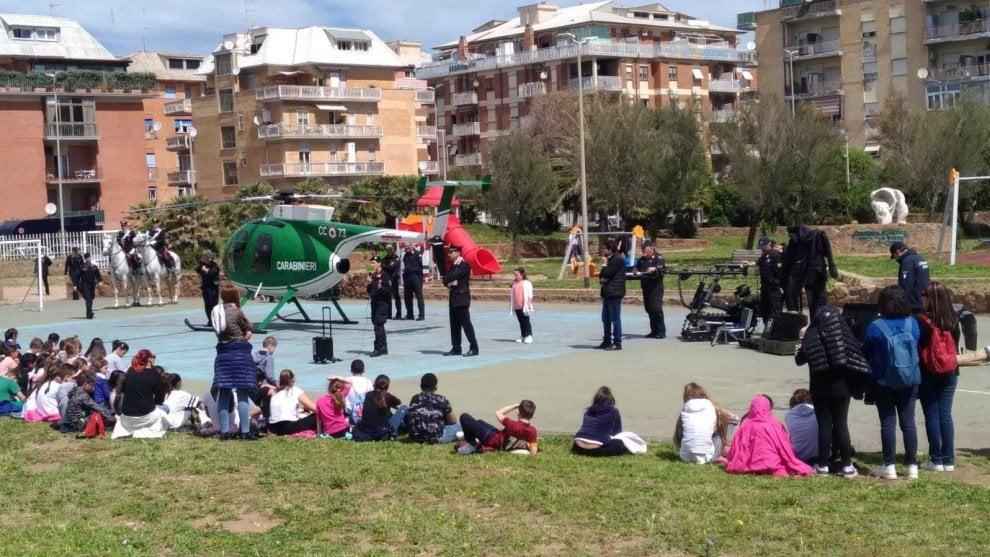 """Ostia, oltre 200 alunni per la """"cultura della legalità"""" insieme ai carabinieri"""