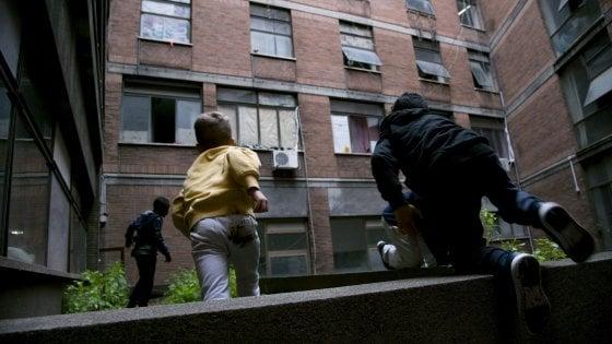 """Palazzo occupato a Roma, in campo i frati francescani: """"Se è illegale aiutare bambini e poveri che soffrono, arrestateci tutti"""""""