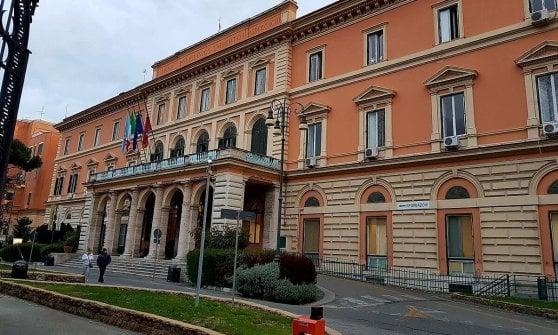 Roma, spacca la testa a un clochard con l'estintore, arrestata guardia giurata del Policlinico