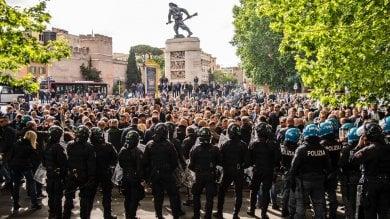 Ncc, riesplode la protesta. In 500 in piazza  a Porta Pia contro il taglio delle corse   foto