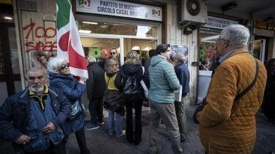 Casal Bruciato, Zingaretti riapre sezione Pd  dopo le proteste anti-rom   foto