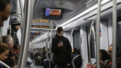 """Metro al rallentatore: """"Treni vecchi e poca manutenzione"""""""