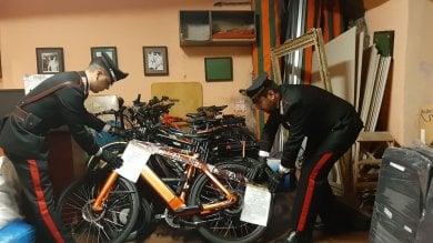Piazza Navona, trovate nel ristorante 11 bici elettriche rubate: titolare denunciato