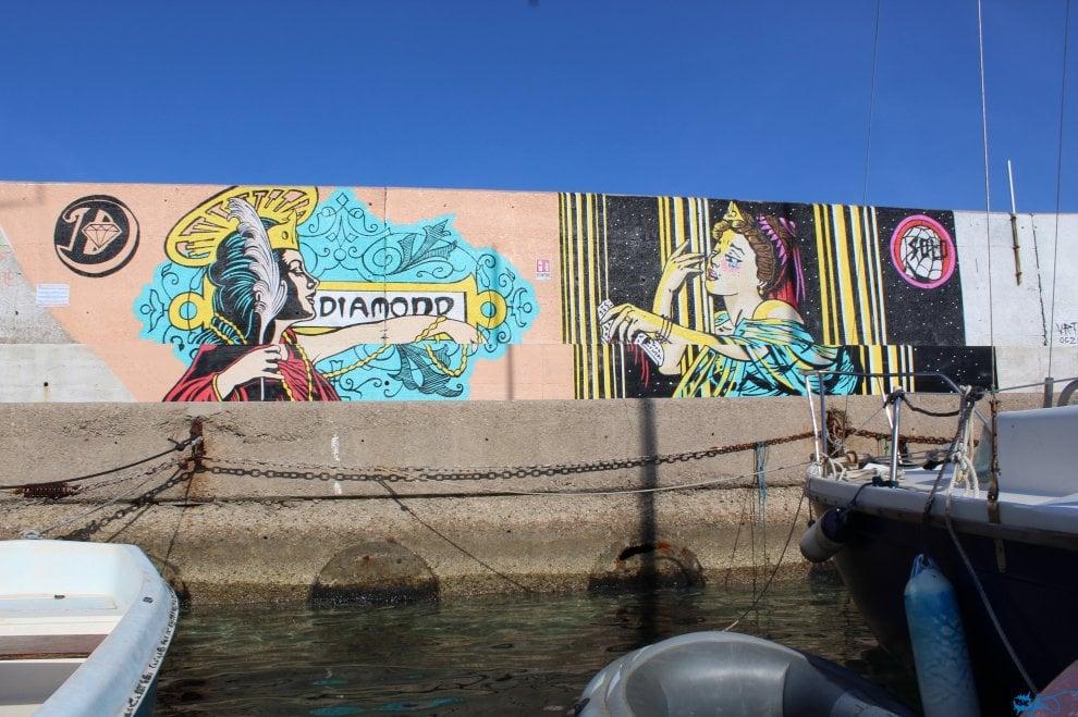 Street art e arte contemporanea: Ventotene si colora con Blue Flow