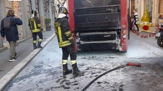 Roma, un altro bus in fiamme in Centro