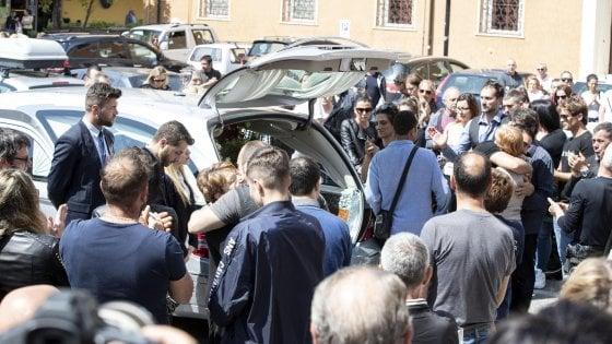 """Monterotondo, i funerali di Sciacquatori: assente la figlia Deborah. Gli amici lo difendono: """"Non era un mostro"""""""