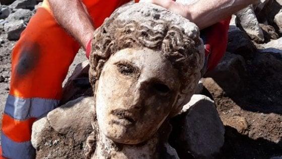 Fori imperiali, dagli scavi riemerge una testa di divinità: è Dioniso