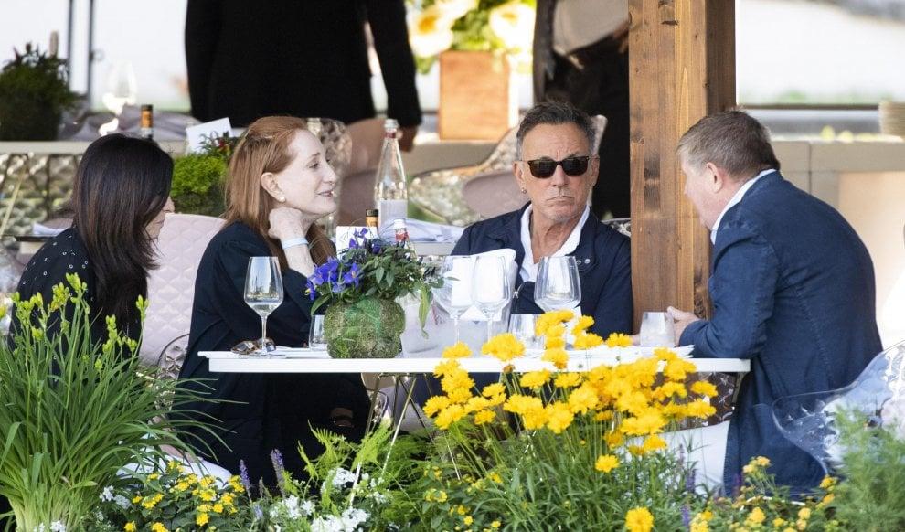 Piazza di Siena, Bruce Springsteen e signora sul palco a Roma per la gara della figlia