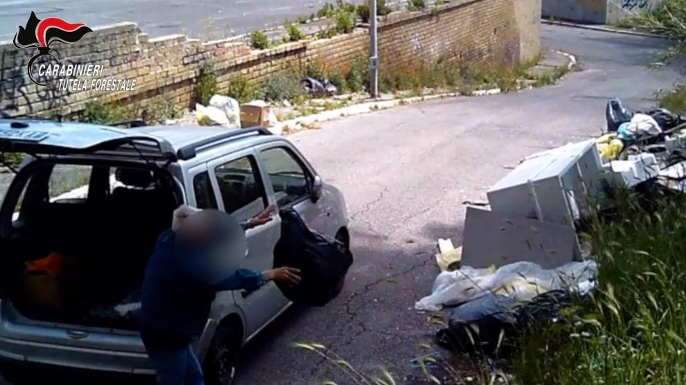 Rifiuti abbandonati in strada, 45 persone multate da inizio anno a Ostia