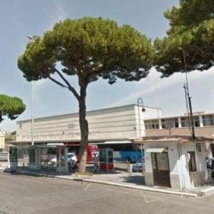 Coltellate a Ostia dopo apprezzamenti a ragazza di 15 anni: muore 19enne ferito dopo la spedizione punitiva del padre