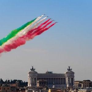 Festa della Repubblica, la parata ai Fori Imperiali: davanti a Mattarella sfilano in 3.975