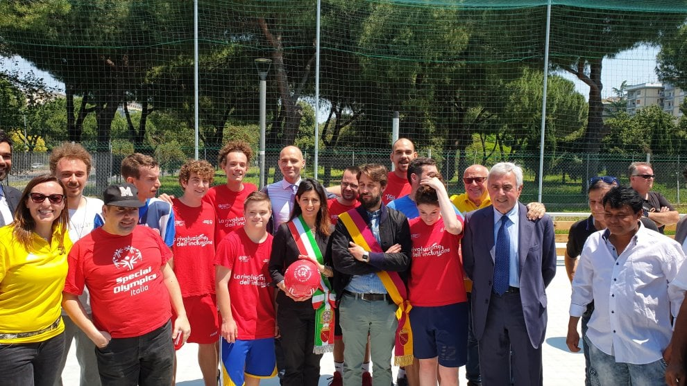Roma, Raggi e Ciaccheri inaugurano alla Montagnola un nuovo playground