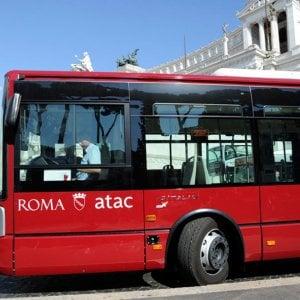 """Roma, bus roventi e gli autisti si fermano: """"Non usciamo"""""""