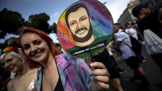 """Roma Pride, migliaia in corteo: """"Noi, bersaglio di odio e di violenza"""""""