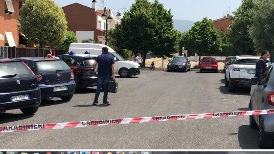 """Femminicidio a Cisterna di Latina, donna uccisa in casa: confessa il marito. """"L'ho presa a martellate"""""""