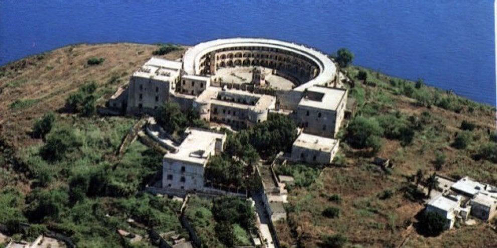 Ventotene, via libera alle visite al carcere borbonico sull'isola di Santo Stefano