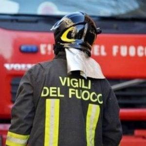Roma, crolla cornicione di un palazzo a Casal Bruciato: danneggiata auto