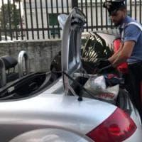 Roma, oltre cinque chili di marijuana nella decappottabile: arrestato