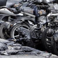 Roma, a fuoco in Prati 14 scooter e danni a tre auto