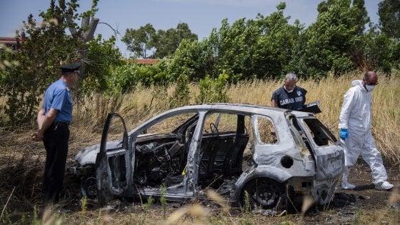 Giallo a Torvaianica, due corpi carbonizzati in auto: vittime una donna di Pomezia e un amico di famiglia