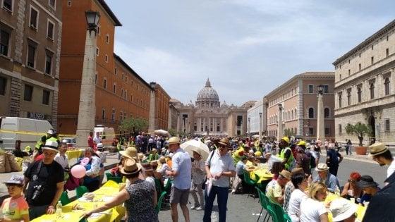 """Roma, oltre 1.300 persone alla 'Tavolata senza muri'. """"No a razzismo e esclusione"""""""