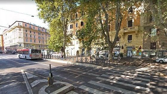 Roma, donna investita da un bus in Prati:  è grave