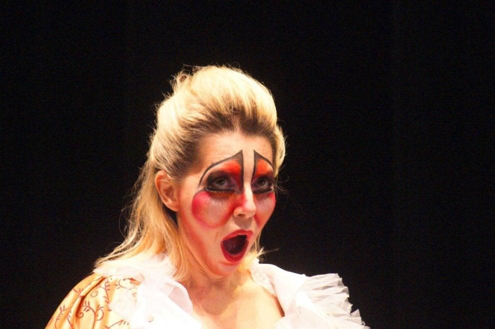 Per Telefono Azzurro le maschere divertenti di Jankowski al teatro Manzoni