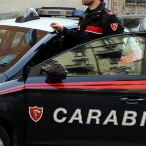 Roma, tenta strangolare e poi accoltellare ex compagna, arrestato