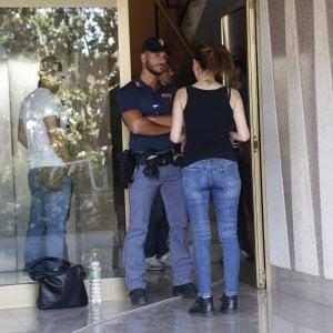 """Coppia morta in casa a Roma. Trovato un biglietto: """"Difficoltà a pagare l'affitto"""""""
