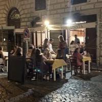 Roma, i tavoli sui posti per i disabili abusivi e impuniti da due anni