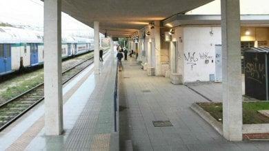 Stazione di Nettuno, ragazzo di 20 anni  sale sul tetto di un treno e muore folgorato