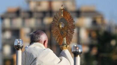 """Bergoglio: """"Città in abbandono"""". Il Papa in periferia indica i mali di Roma"""